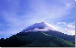 Гора у тумані