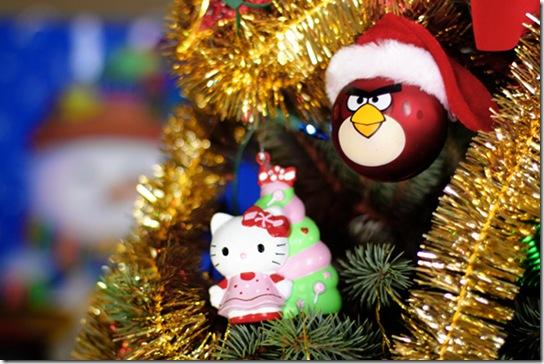 Новорічні прикраси на ялинці. Angry Bird та Hello Kitty